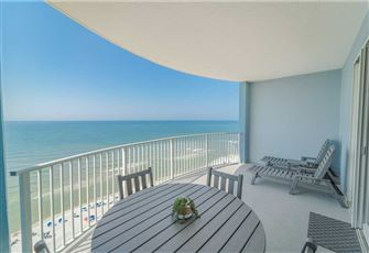 Twin Palms 1703, 1 BR, Beachfront, Free Beach Chairs, Sleeps 6