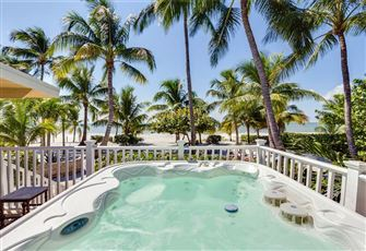 Tropical Paradise, 3 Bedrooms, Gulf Beach Front, Heated Spa, Sleeps 8