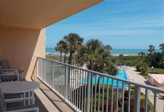Enjoy this Direct Oceanfront