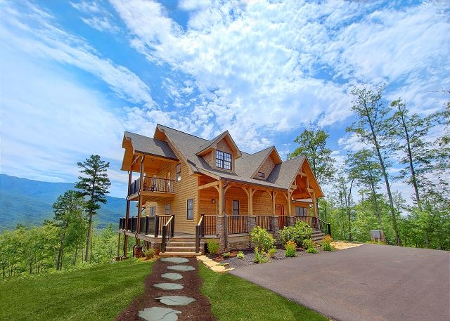 Luxury retreat cabin in Gatlinburg, TN