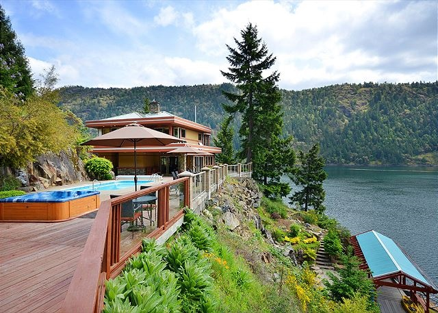 Victoria Vacation Rental - 6 Bedroom Luxury Ocean Front With Swimming Pool and Hot Tub