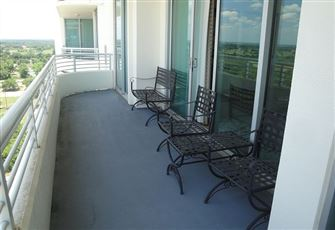 Beautiful 2-Bedroom/2-Bath Condo Private