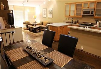 Beautifully Remodeled 2 Bed/2