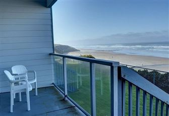 Oceanfront Condo for Two