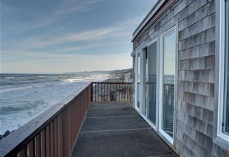 Perfect Oceanfront Condo in
