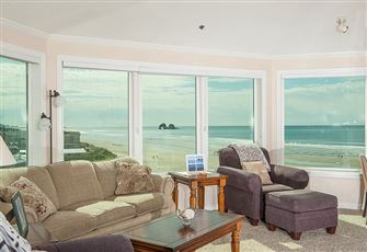 Oceanfront Gem with Room
