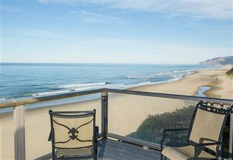 Beautifully Decorated Oceanfront Home