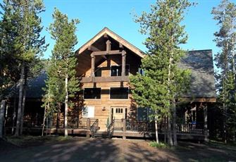 Exquisite Mountain Cabin with