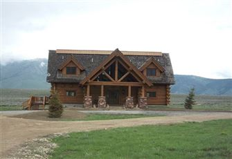 Beautiful Log Cabin on