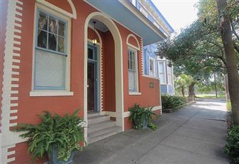 This Intimate 1br/1ba Savannah