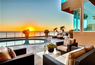 Stunning Oceanfront 7 Bedroom