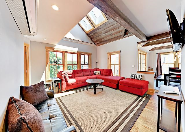 Buddy's Barrel House: Pet-Friendly 3BR Apartment in Downtown Boothbay Harbor ID#235508
