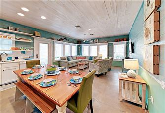 This Colorful 4br/2 5ba