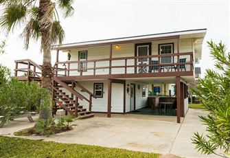 Have a Relaxing Gulf Vacation in this 2br, 1.5ba Beach House (Sleeps 6) in the W