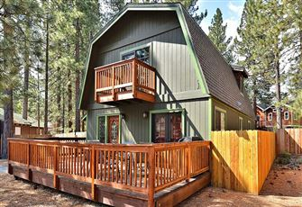 Wood-Beamed 2br/2ba Chalet in