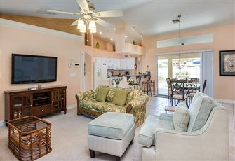 This 3br 2ba Cape
