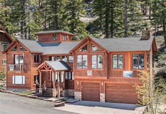 Luxury 5-Bedroom Lodge Located