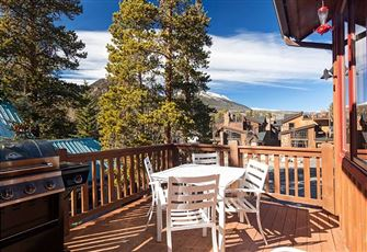 Spacious, 5BR/5BA rustic-chic Frisco home with space for 10, Rocky Mountain view