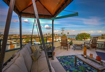 Stroll to the Beach from this Charming 2br, 2ba San Pedro Apartment - with Long