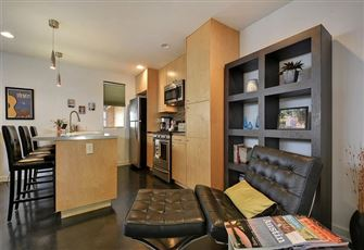 Remodeled 2br/1ba Duplex within