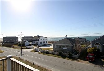 This 4br 2ba Hyannis