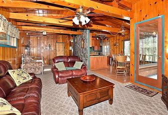 This Classic 3br/2ba Cabin