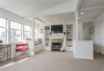 This Light-Filled 2-Bed 1-Bath