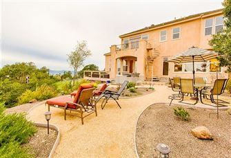 Got some Wine Lovers to Impress Book a Vacation in this Spacious Country Home in
