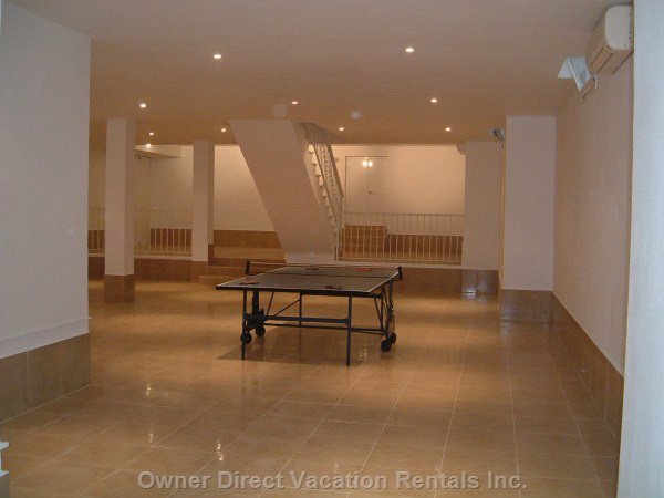 Huge Basement Area with Table Tennis and Football Machinne