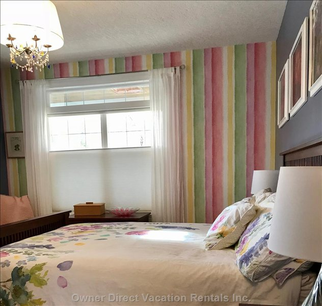Queen Size Bed in Colourful Room