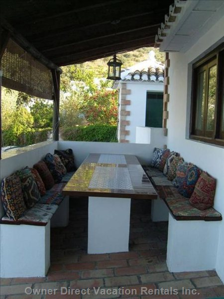 Alfresco Dining/Barbecue Area - Barbecue Area and Dining Seating for up to 12 People.