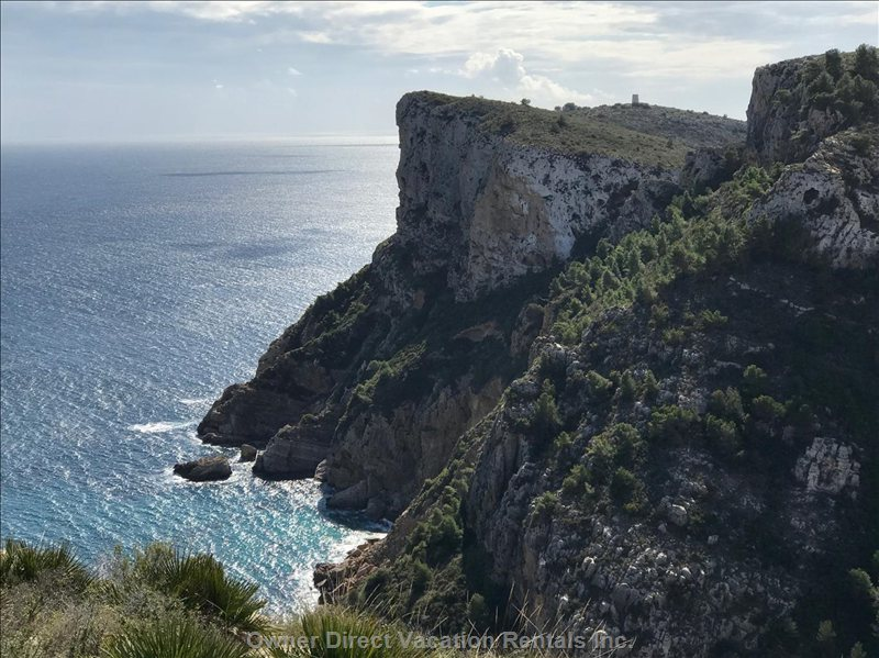 Spectacular Coastline - this View a 5 Minute Stroll from Casa Windlenook