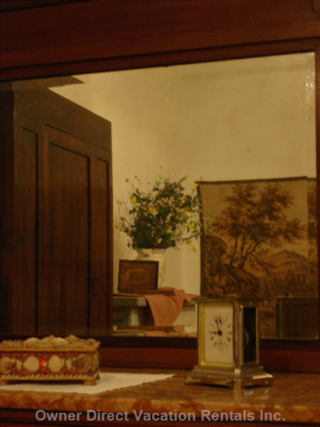 Antiques, the Farmer's Suite