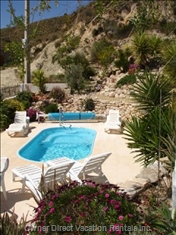 Pool/Spa Set in a Quiet Pretty Sheltered Garden with Stunning Mountain Views