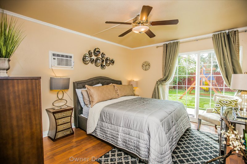 Super Comfortable Private Bottom Floor Room with its Own Bathroom, Walk in Closet and Exit to the Backyard.
