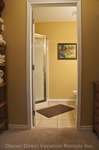 Apartment rental in sicamous owner direct for Closet bathroom suites