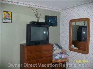 Master Bedroom with 27 Inch TV, DVD,VCR, on Bell Satellite Signal
