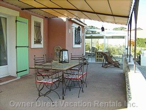 Terrasse with View on Garden and Pool - the Ideal Place to be during Sunny Days !
