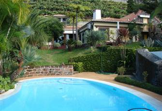 Vila with Swimming-pool Located in a Quiet Place with Suberb View over the Ocean