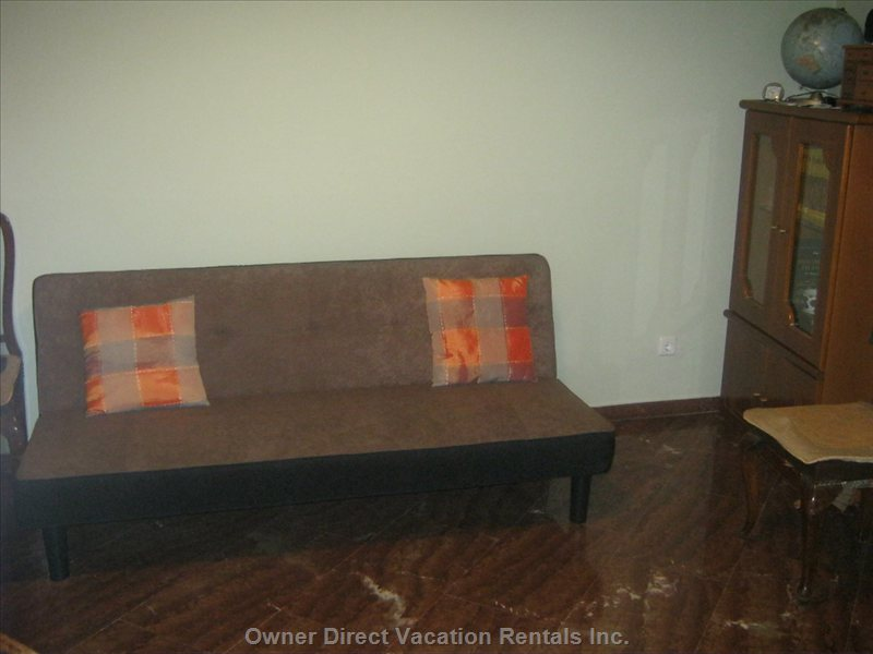 2nd Bedroom Couch Opens to Double Bed