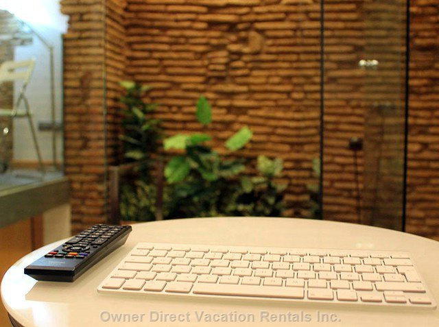 Wireless Apple Keyboard so you Can Control Better the Apple Tv.
