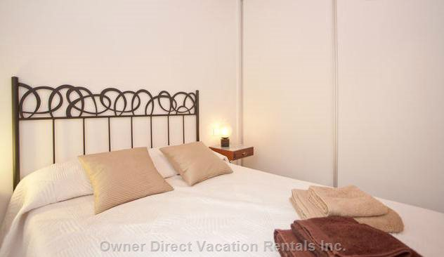 More Details of the Classical Room, Relax, you are in Barcelona, with Air Conditioning and Heating, If Needed.