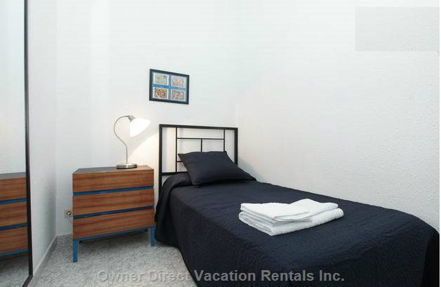 Individual Room, Mirror, Iron Bed Head, Good Mattress, Reading Light and 100% Cotton Sheet and Towels.