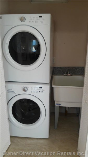 Laundry with Washer, Dryer and Tub