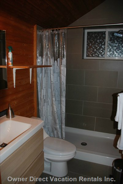 Upper-Level Bathroom - Suite a