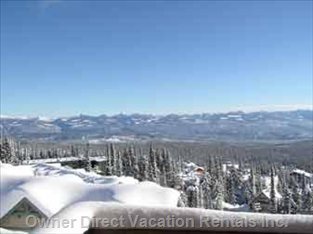 Spectacular Views over the Monashee Mountains