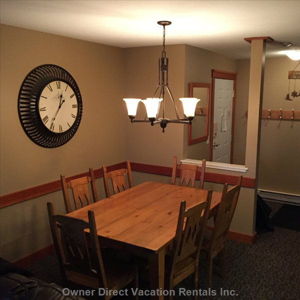 Convenient Dining Room Area - Seating 6 with Extra Extras Leafs for Larger Groups