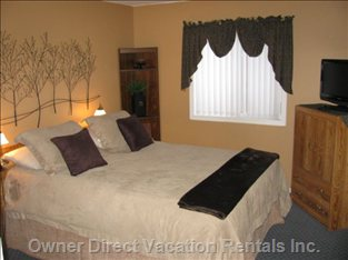 Master Bedroom with Private Ensuite & TV
