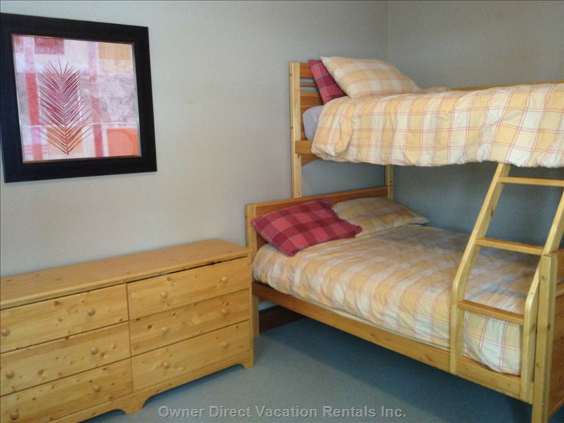 3rd Bedroom Bunkbeds, Pull out Sofa