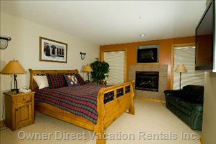 Master C/W Fireplace, Plasma TV, Walkin Closet, Ensuite Bath